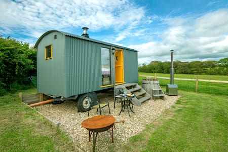 Big Cwtch Shepherd Hut
