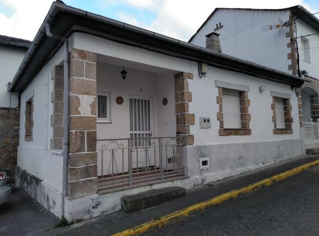 Casa de 3 habitaciones en Celeiro, Viveiro