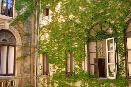 APPARTAMENTO INCANTEVOLE NEL CUORE DI CATANIA - Catania - Haus