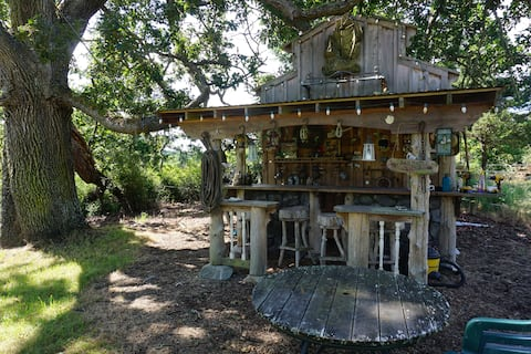 Barnacle Bill's Bunkhouse