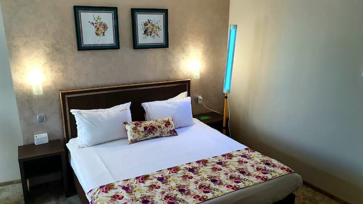 R 1116 David's Deluxe Double Room With Break Fast, Mini-Bar & Guest Laundry