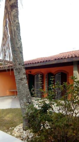 Quarto 2 em casarão quadra-mar em Itanhaém