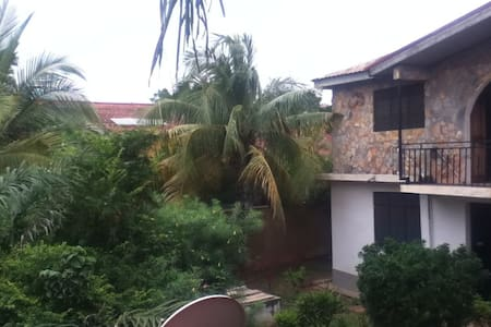 Cool Studio Flat with garden views & roof terrace - Accra