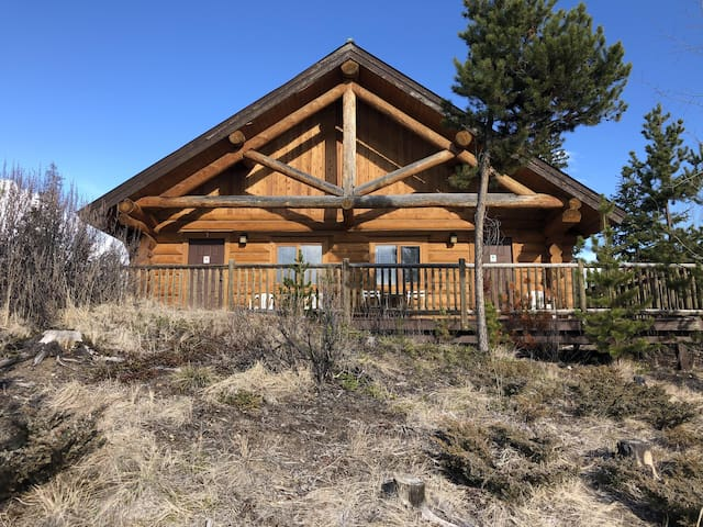 Cabin at Lac Le Jeune - Indoor Pool, Hot Tub & Gamesroom