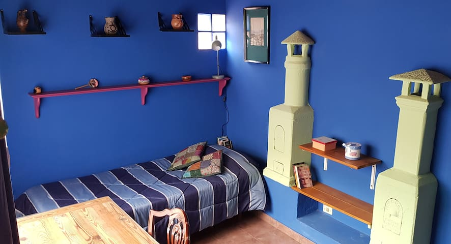 Luminous room with Private Bathroom in Almagro