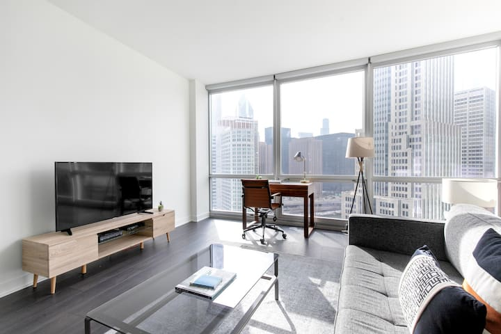 Dreamy Streeterville Convertible w/ Gym + Pool by Blueground
