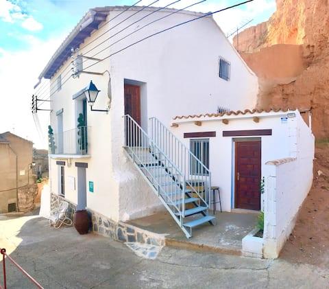 Casa Renieblas. Retro House in Ariza (Zaragoza)