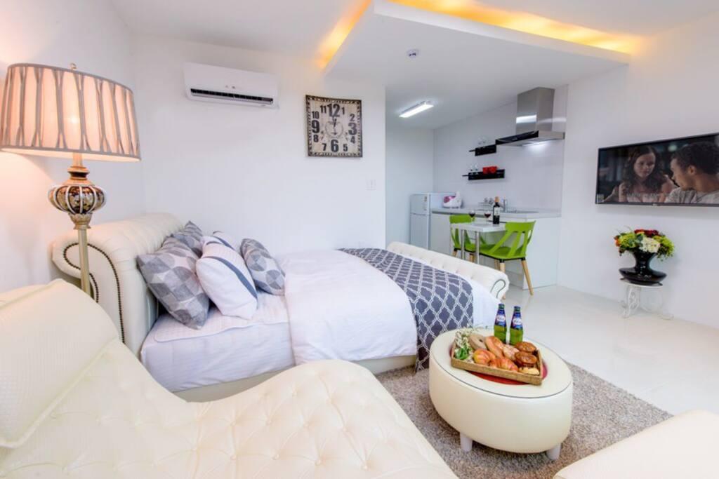 현대식 고품격 인테리어와 조용하고 커플 선호하는 안락한 객실