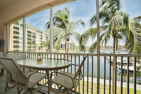 Stunning waterview Burnt Store Marina Condo/lanai