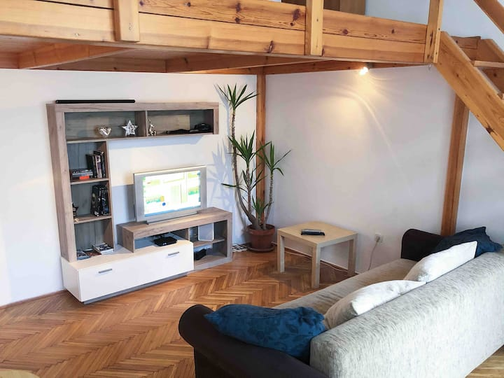 Heart 10 (40 m2 studio with free parking in court)