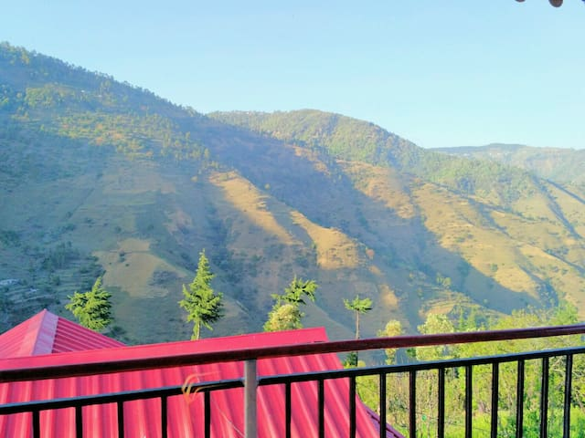 3 Bedroom Valley Facing Home in Seclude - Chail - Huis
