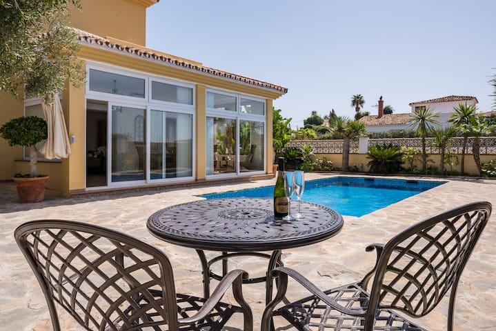 Our Spacious home available now - Buenas Noches - Villa