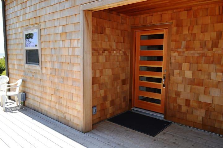 NKN TREASURE~Beach front home with fabulous ocean views! - 3 Bedroom, 2 Bathroom