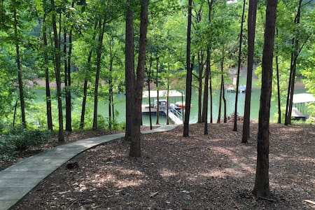 Lake Hartwell getaway and Clemson game day retreat - Townville