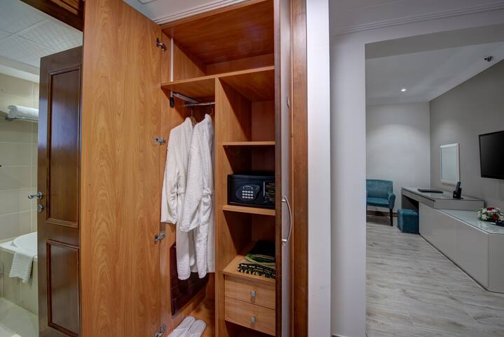 COMFY-BRAND NEW DELUXE ROOM W BREAKFAST - DUBAI