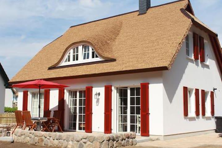 TOP 5***** EG Ferienwohnung im Reethaus - Koserow - Holiday home