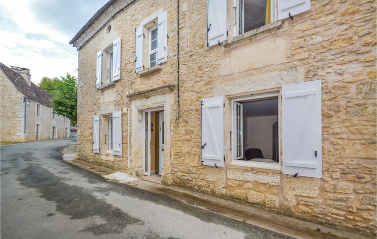 Terraced house with 3 bedrooms on 166m² in Savignac-Les-Eglises