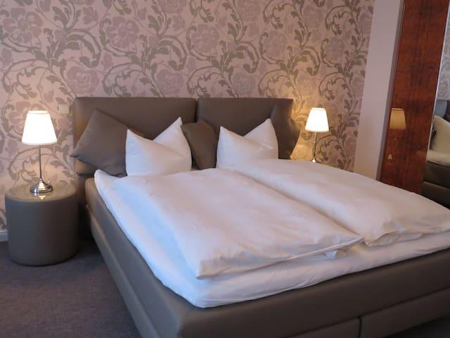 Bed & Breakfast Weserblick in der Villa mit Turm