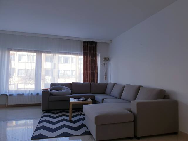 2 private rooms in villa - near brussels airport