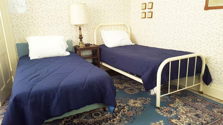 Room #1 Charming YWCA Boarding Room to Let - Westfield - Huis