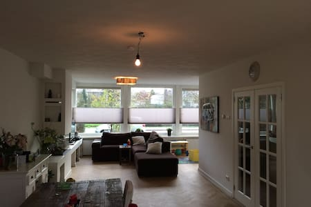 Large family home on a canal very close to city. - Amstelveen - 단독주택