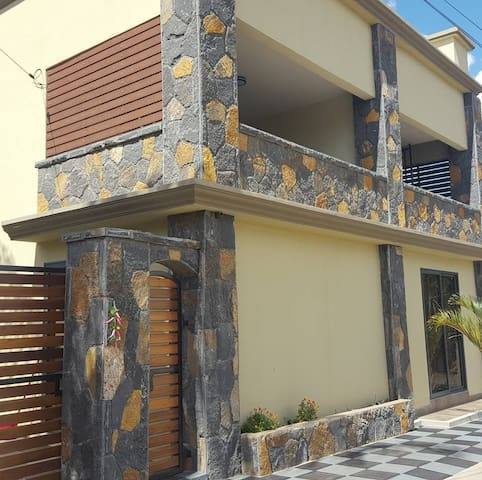 Le Rocher Villa and Car Rental - Pointe aux piments - Apartamento