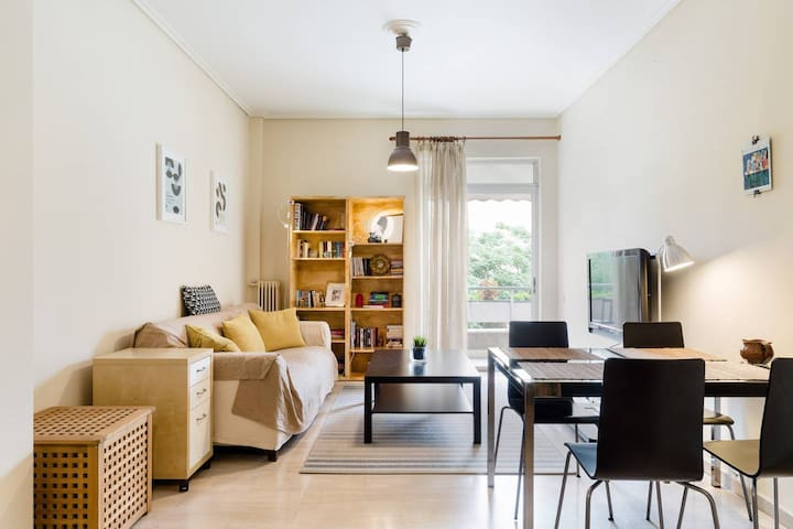 Fully equipped flat 3 min from Athens Metro