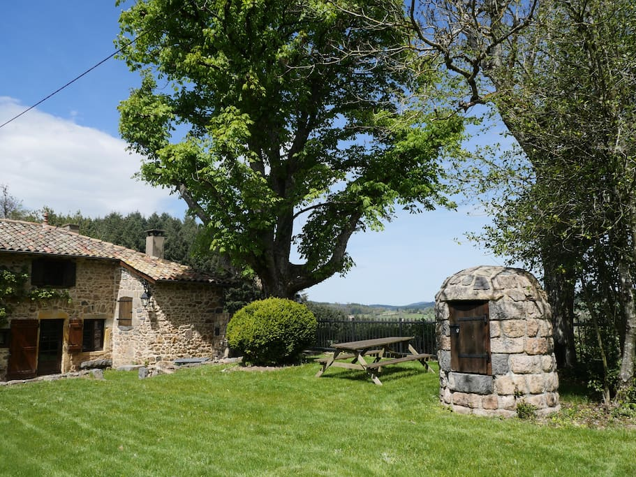 little corner of paradise beaujolais vert houses for rent in belleroche auvergne rh ne alpes. Black Bedroom Furniture Sets. Home Design Ideas
