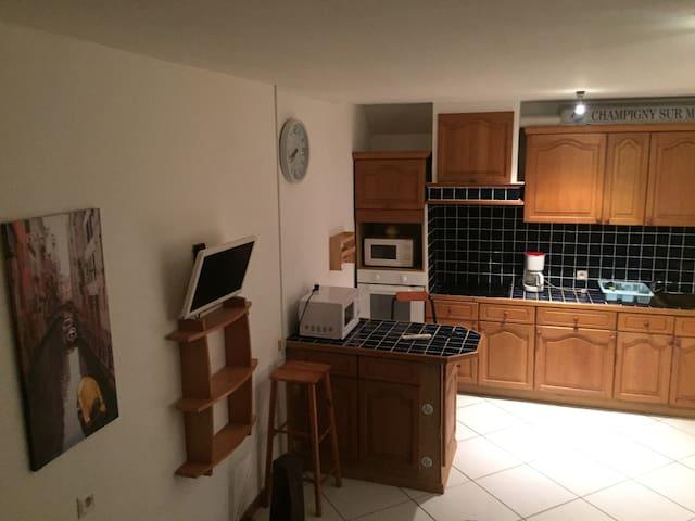 Appartement de pièces de tellement me plaît - Champigny-sur-Marne - Apartment