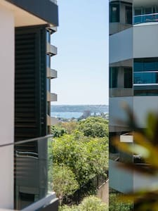 Bondi Large Stylish 1BR Suite - Bondi Junction - Apartment