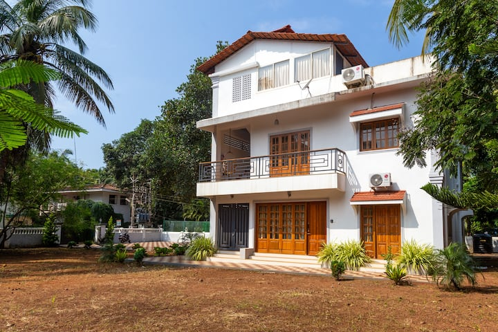 Casa Arvana-elegant 4 BHK private villa near beach