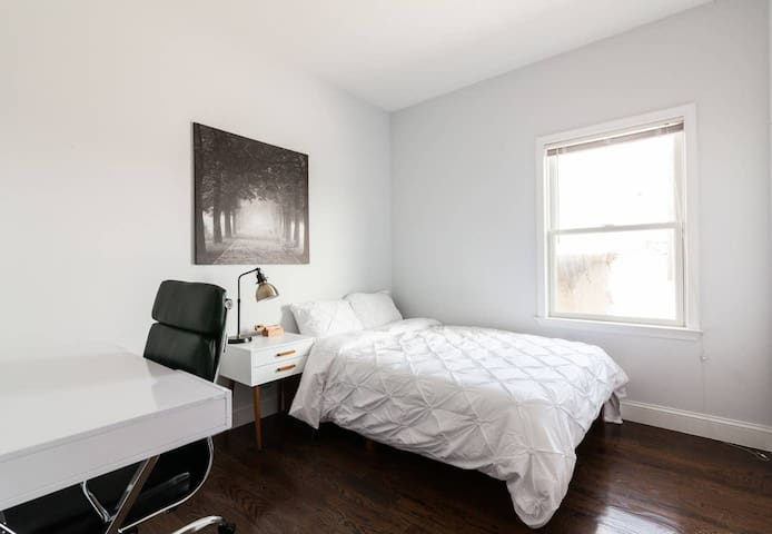 Newly renovated room with free laundry + WIFI