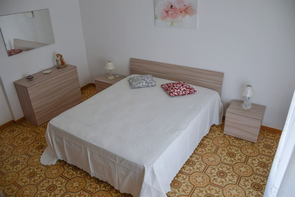 Prima stanza (con balcone privato e aria condizionata)
