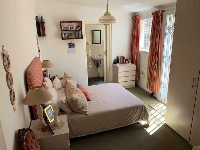 A+ Daffy's Cottage  21 on Salerno.