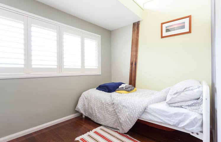 single bedroom, beach/shops close