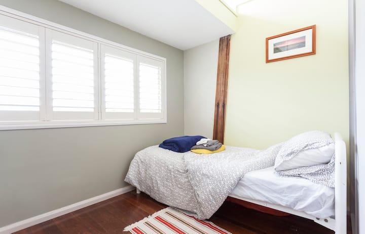 single bedroom, beach/shops close