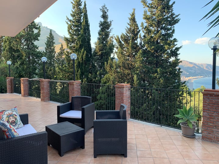 Villa con vista mare Taormina-sicilia Villa Mimma