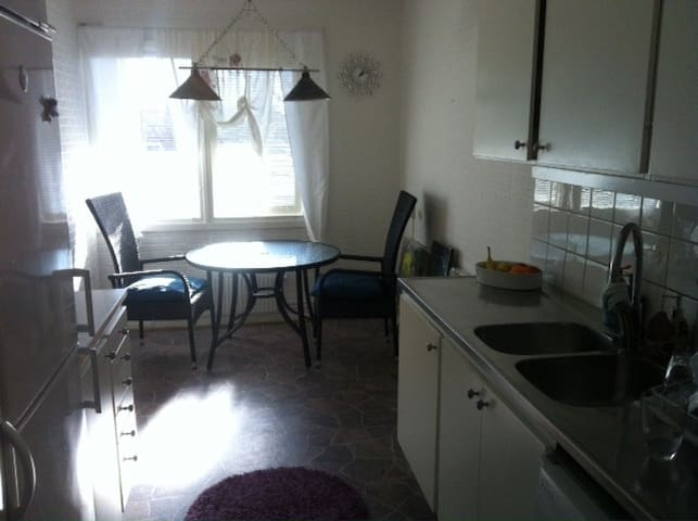 Nice, clean private room very near to bus stops - มัลโม - อพาร์ทเมนท์