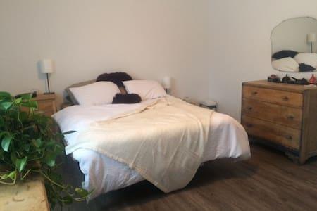 4 et demi très confortable, tranquille et central - Sherbrooke