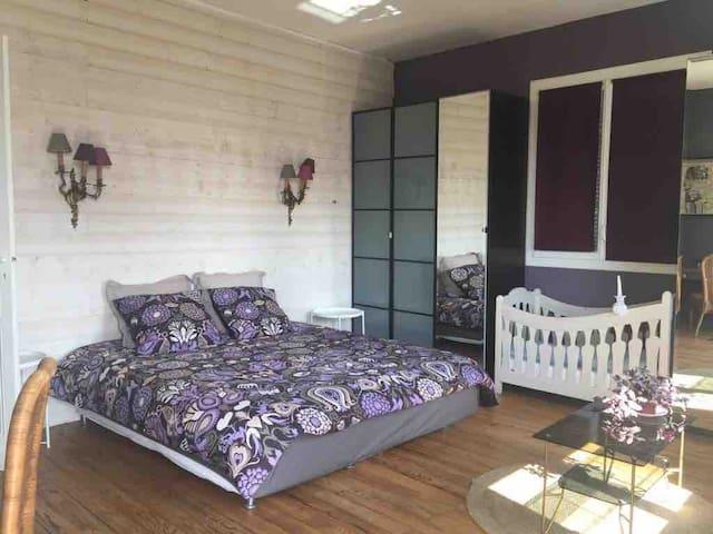 Suite parentale chambre 2 un lit double et un lit bb
