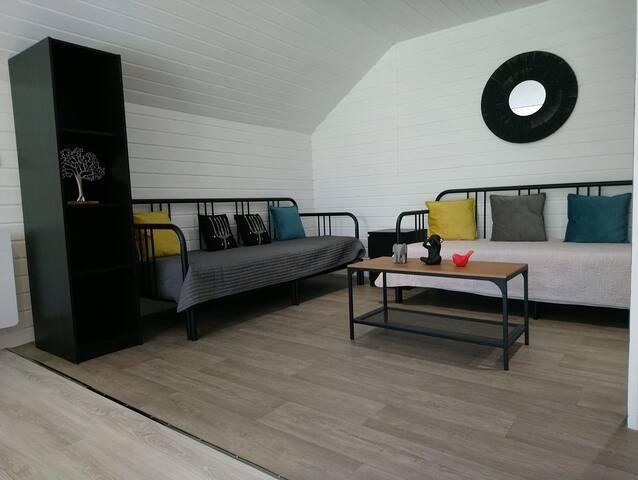 salon à l'étage avec possibilité de couchages par banquettes lit