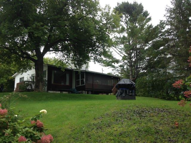 Chaleureuse maison au bord du Lac Magog - Sainte-Catherine-de-Hatley - 牧人小屋