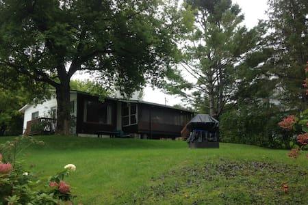 Chaleureuse maison au bord du Lac Magog - Sainte-Catherine-de-Hatley - Chatka w górach
