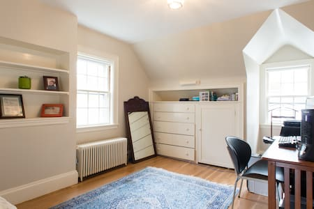 Bright single room can be combined - Winchester - Rumah