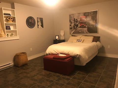 Private Room & Bath close to Qplex, Kingston Ferry