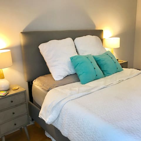 Double bedside tables with matching lamps