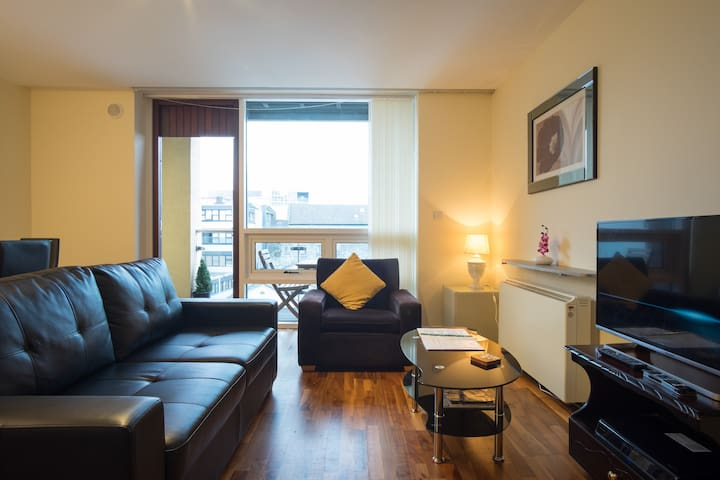 Bright, spacious & central two bed - Galway - Appartement