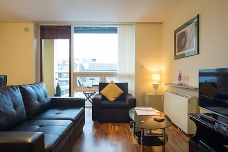 Bright, spacious & central two bed - Apartament