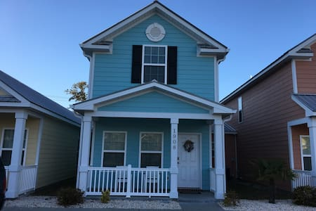 1908 Cassandra, New 2-BR Cottage, 1 Block to Beach - Myrtle Beach