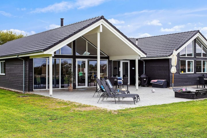 Ferienhaus mit eigenem Pool in Zealand
